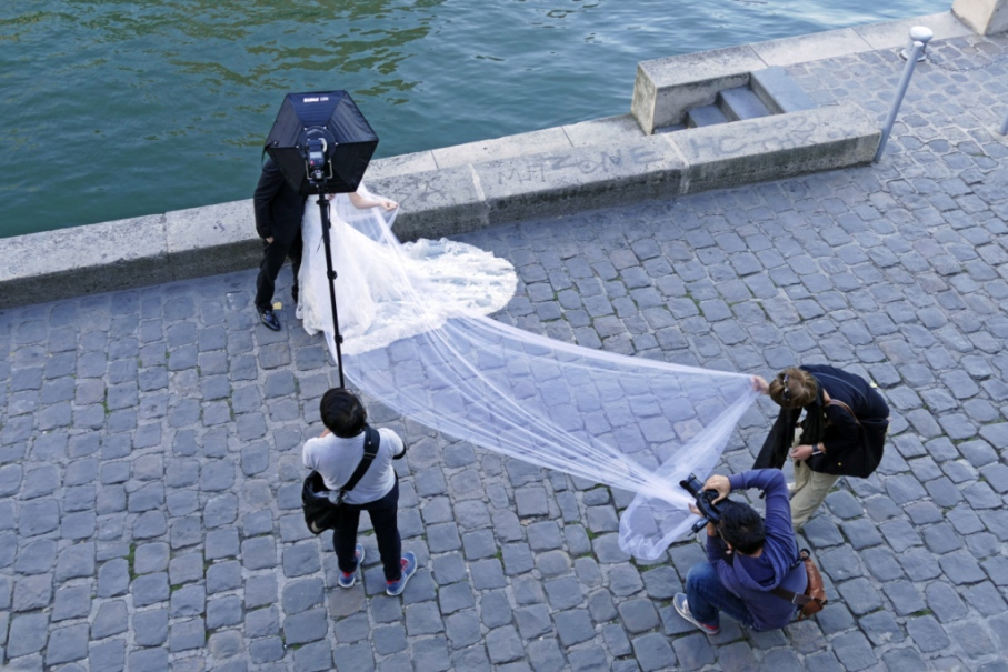 wedding photographer, Seine river, Paris, France