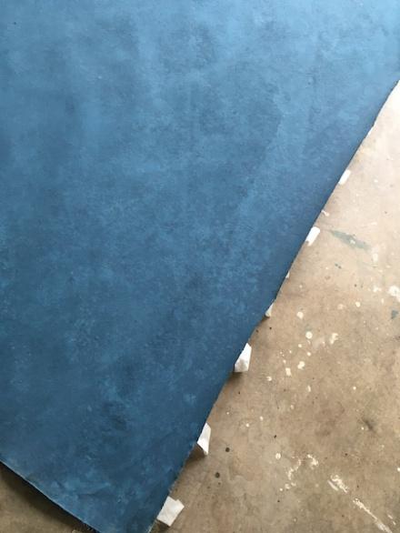crease-blue-backdrop-gravity-review